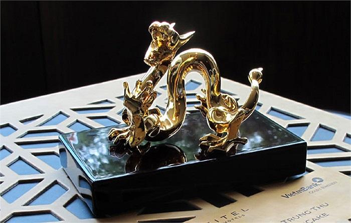 Sản phẩm được sản xuất thủ công, mạ vàng 24K.