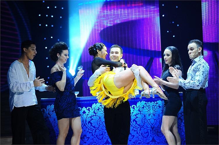 Bởi chàng vũ công này là bạn nhảy của Minh Hằng – quán quân Bước nhảy hoàn vũ năm ngoái