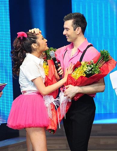 Chia tay chương trình khá sớm, Bảo Anh cũng khóc nức nở khi nói lời cảm ơn chàng vũ công Atanas.