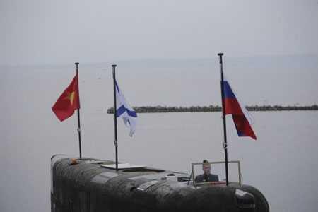 Báo chí Nga công khai tàu ngầm Hà Nội