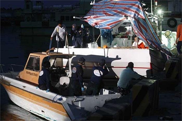 Người đứng đầu Đài Loan (Trung Quốc) Mã Anh Cửu yêu cầu Manila xin lỗi, bồi thường và điều tra, xử lý nghiêm khắc 'kẻ nã đạn vào tàu cá' của họ khiến một ngư dân thiệt mạng sáng 9/5