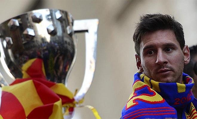 Messi với một danh hiệu quen thuộc trong 5 năm qua.