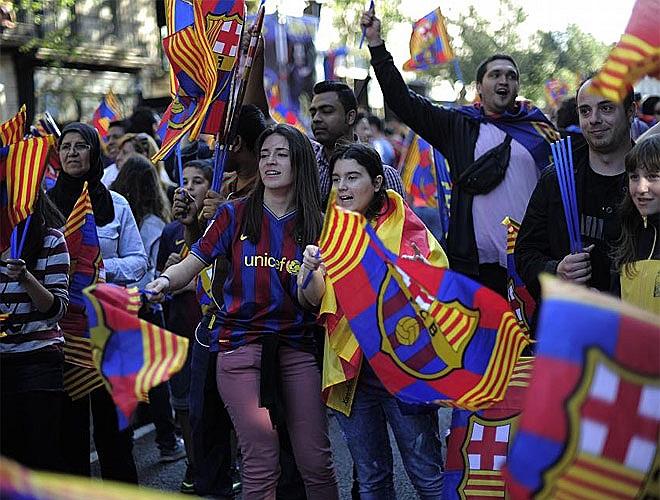 Các Cule hoan hỉ đón chiến tích của Barca.