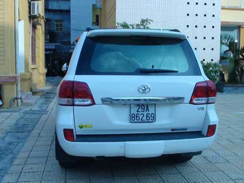 Chiếc xe chở ma túy được đưa về trụ sở cơ quan điều tra.