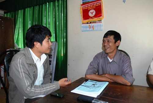 Ông Nguyễn Bình Trọng trao đổi với phóng viên về vụ đốt đền tai tiếng.