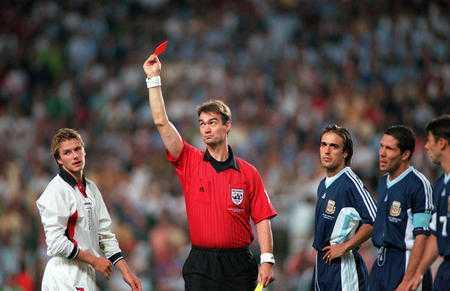 Beckham nhận thẻ đỏ