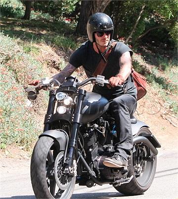 Ngoài ra, anh còn dành chỗ cho những chiếc mô tô phân khối lớn trong gara nhà mình