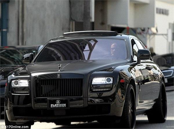 Song đây chưa phải là chiếc xe hầm hố nhất trong bộ sưu tập của Beckham. Anh là tín đồ của Rolls Royce với một chiếc Bóng ma cực chất trong gara