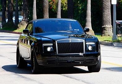Ngoài ra anh còn có một chiếc Rolls Royce Phantom Drophead Coupe đáng mơ ước