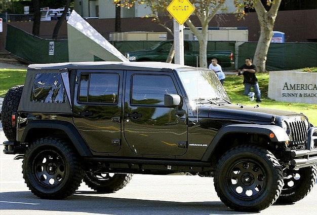 Chàng tiền vệ điển trai còn có sở thích đặc biệt với dòng Jeep mạnh mẽ
