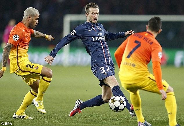 Những tình huống hiếm hoi Beckham có bóng trước vòng cấm Barca.