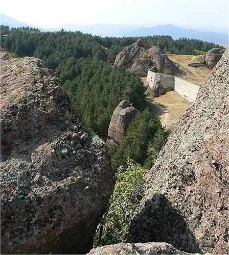Một số mỏm đá đặc biệt còn đặt tên dựa vào hình dáng của chúng như là: Adam và Eva, Dervish, nữ thần Bendiada và Velko Rebel…