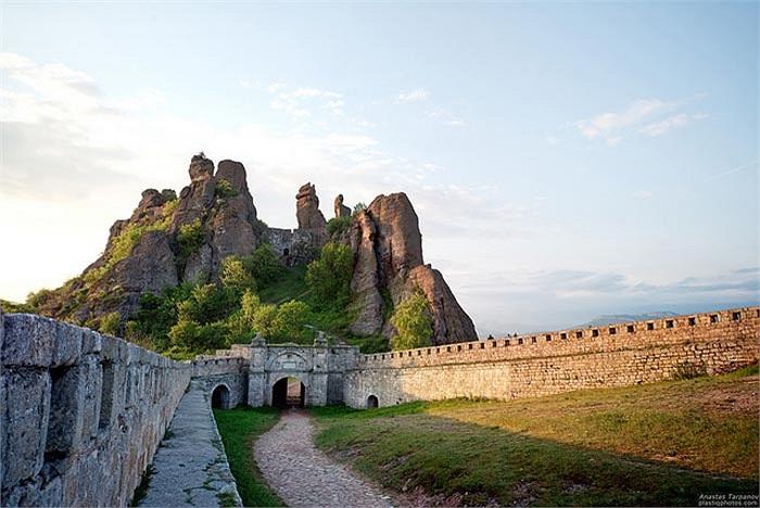 Đây là một trong những địa điểm tham quan nổi tiếng nhất của Bulgaria, đối với người dân địa phương và cả khách du lịch.