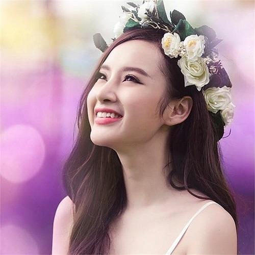 Sau hàng loạt scandal ồn ào showbiz, Angela Phương Trinh xuất hiện trong loạt ảnh ngoan hiền lạ.