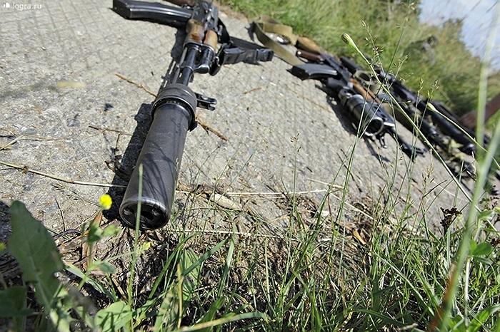 Những khẩu súng trường AK gắn giảm thanh đặc chủng của đơn vị biệt kích dù