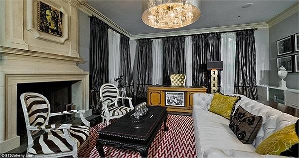 Căn biệt thự năm ở thành phố Beverly Hills, được cô mua vào năm 2008.