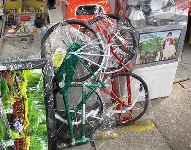 Năm nay người dân rộ mốt chơi xe đạp nên hàng mã cũng đủ loại xe đạp thời thượng