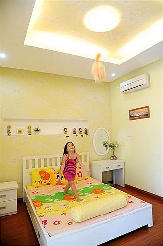 Phòng ngủ của hai cô con gái Quyền Linh được trang trí với những tông màu nổi bật.