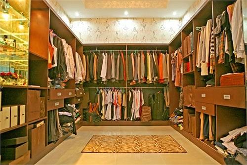 Phòng để quần áo thay đồ là một trong những điểm nhấn của căn biệt thự.