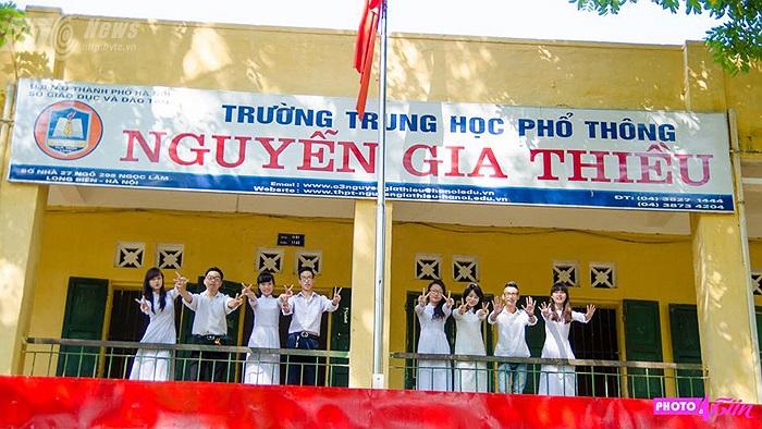 Các bạn học sinh lớp 12 trường THPT Nguyễn Gia Thiều (Hà Nội) trong những ngày cuối cùng của quãng đời học sinh. (Hương Giang)
