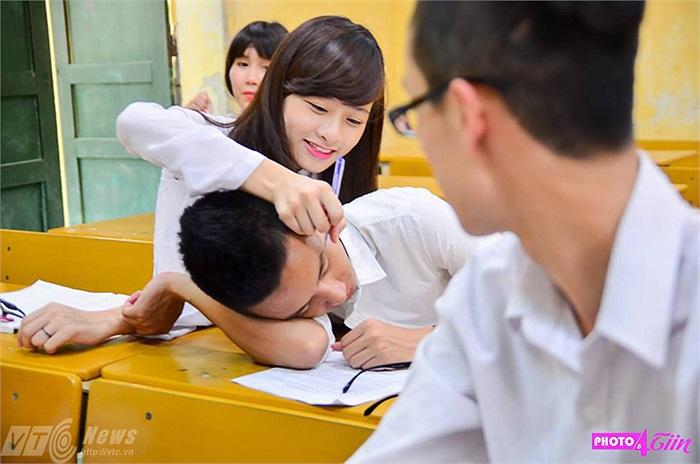 Những bạn gái trong lớp cũng không thiếu những trò đùa ngộ nghĩnh