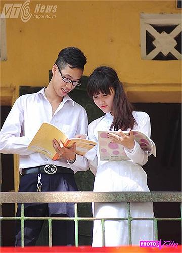Nhớ những giờ cùng nhau ôn bài nơi hành lang lớp học
