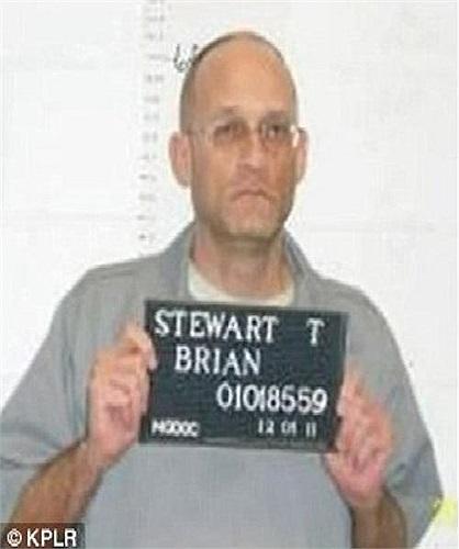 Tôi tin rằng ông trời sẽ gọi tên anh, anh sẽ bị thiêu cháy dưới địa ngục vĩnh viễn, thẩm phán Cundiff nói với bị cáo tại phiên toà. Trong ảnh là ông Brian Stewart với tội tấn công mức độ 1.