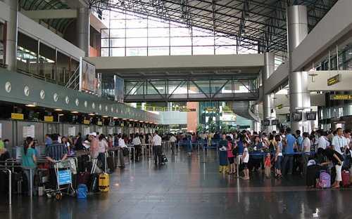 Bên trong sân bay Nội Bài