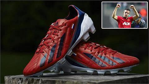 Van Persie tự thiết kế giày dành riêng cho mình. Hi vọng với giày mới, tiền đạo người Hà Lan sẽ duy trì được phong độ ghi bàn khủng khiếp