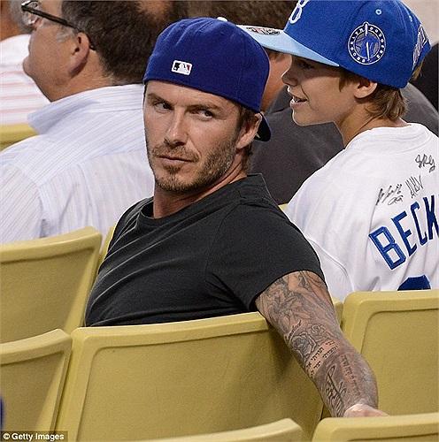 David Beckham đưa con gái nhỏ Harper đi xem bóng chày