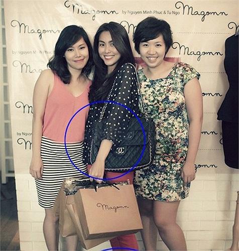Ngoài ra Tăng Thanh Hà còn sở hữu nhiều túi xách, nhẫn, kính...hàng hiệu đắt giá.