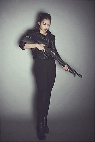 Nữ sinh 16 tuổi cũng nhận được nhiều lời mời đóng phim từ những đạo diễn tên tuổi như Ngô Quang Hải, Vũ Ngọc Đãng...