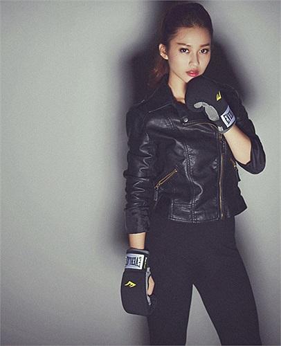 Nick name 'boxing girl' được gắn cho Khả Ngân từ đó.