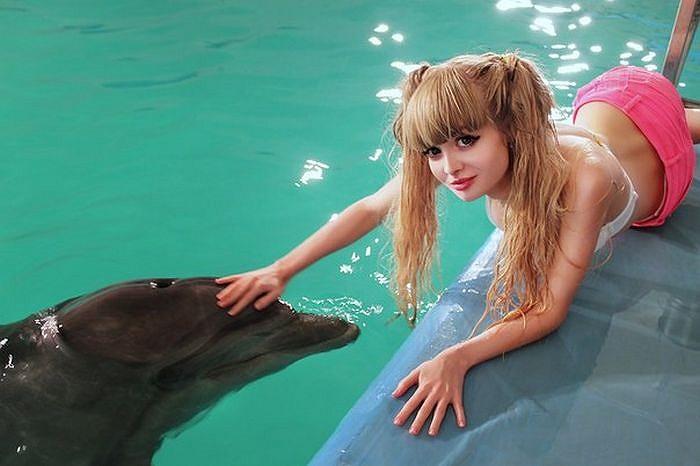 Kể từ sau khi trở thành 'búp bê', Anzhelika Kenova đã gây nhiều sự chú ý trong cộng đồng Nga.