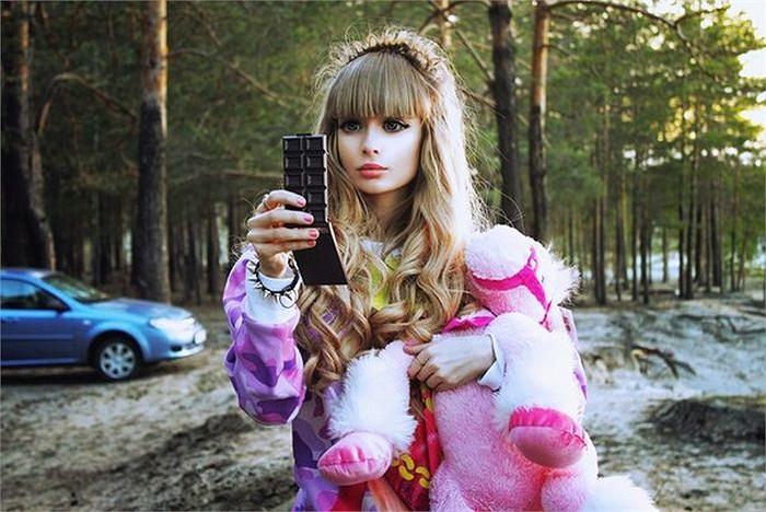 Nhờ thân thể quyến rũ của mình, nữ sinh này đã khiến nhiều tạp chí thời trang tại Nga phải chú ý.