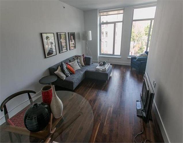 Sau khi tòa nhà mới hoàn thiện, người dân sẽ được chuyển tới căn hộ mới và hưởng ưu đãi là mức giá cho thuê thấp nhất.