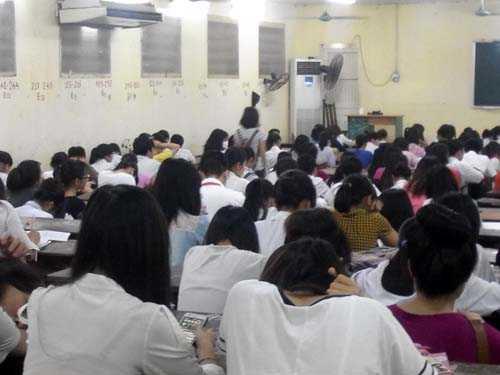 Lớp học kín chỗ ngồi.