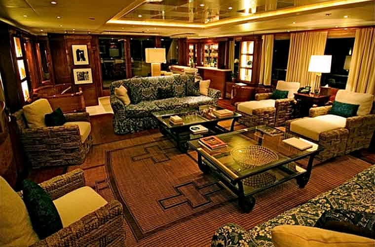 Starfire có rất nhiều phòng khách và nó là một nơi tuyệt vời để thư giãn và xem phim.