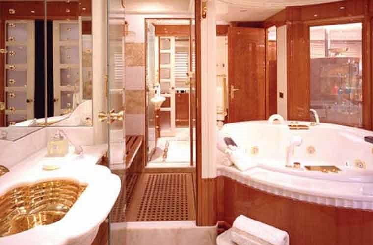 Phòng tắm vô cùng tiện nghi.