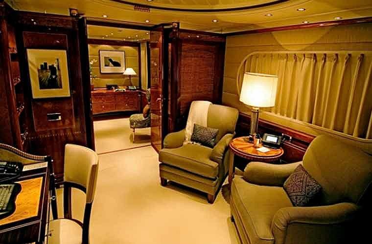 Phòng làm việc riêng cho chủ nhân siêu du thuyền.