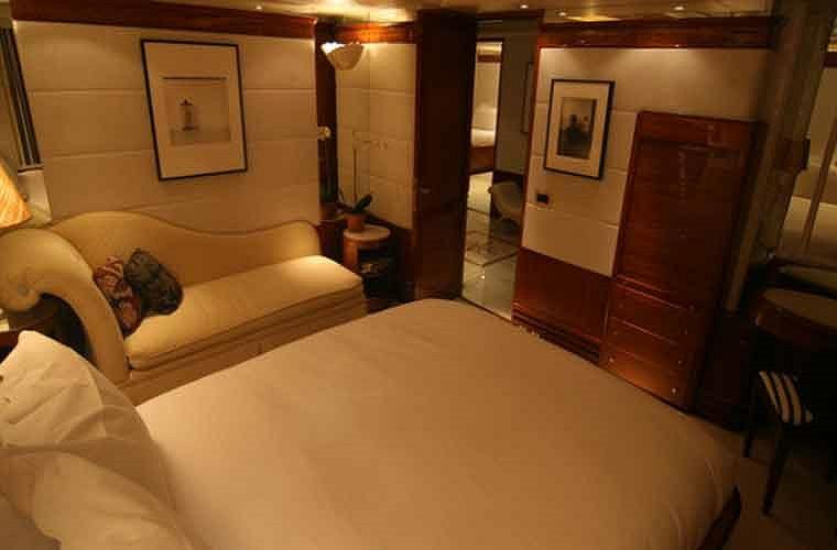 Một phòng ngủ dành cho khách trên du thuyền.