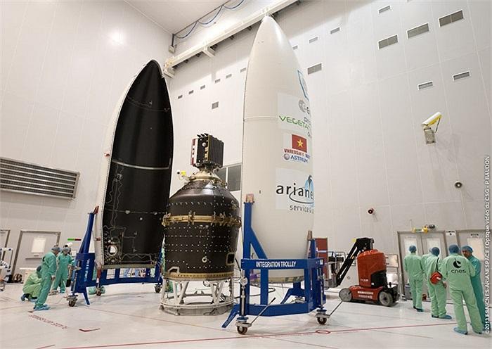 Quá trình lắp ráp vệ tinh VNREDSat-1 vào tên lửa VEGA