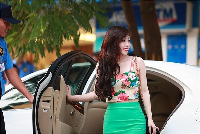 Theo tiết lộ, thì chiếc xe mới này của Quỳnh Nga có giá lên đến 5 tỷ.