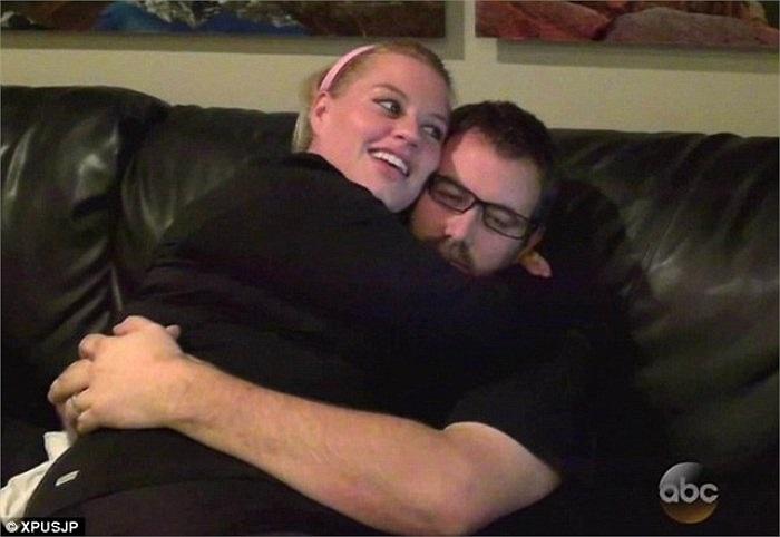 Chồng chị, anh Jason, cũng là một người thừa cân, luôn động viên vợ trong suốt quá trình giảm béo, sau đó anh đã cùng vợ tham gia chương trình.