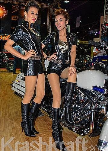 Chính thức mở cửa cho công chúng từ ngày 27/03 đến hết ngày 07/04, triển lãm Bangkok 2013 là sân chơi cho hàng loạt các tên tuổi lớn như Mercedes-Benz, BMW, Lexus, Ducati, Mazda, Chevrolet, Porsche, Mitsubishi, Suzuki …và thương hiệu xe siêu sang Rol