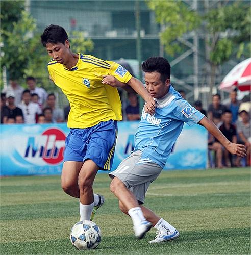 Cường Quốc (vàng) bị Thành Đồng cầm hòa 1-1.