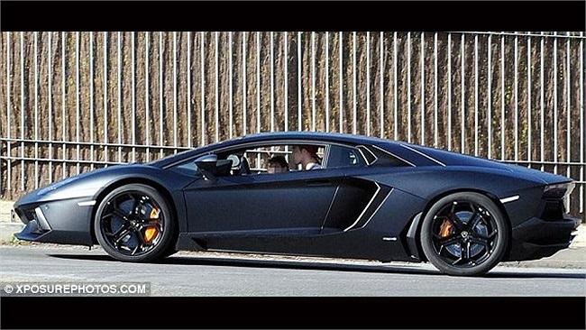 Ngoài ra, nó cũng là chiếc xe mà Ronaldo dùng để đưa đón cậu quý tử Ronaldo Cr đi dạo