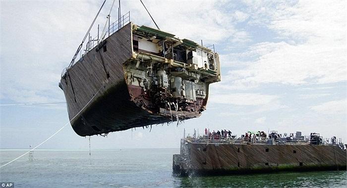 Tàu chiến USS Guardian của Mỹ bị mắc cạn ở rạn san hô Tubbataha thuộc biển Sulu, Philippines từ tháng 1 vừa qua