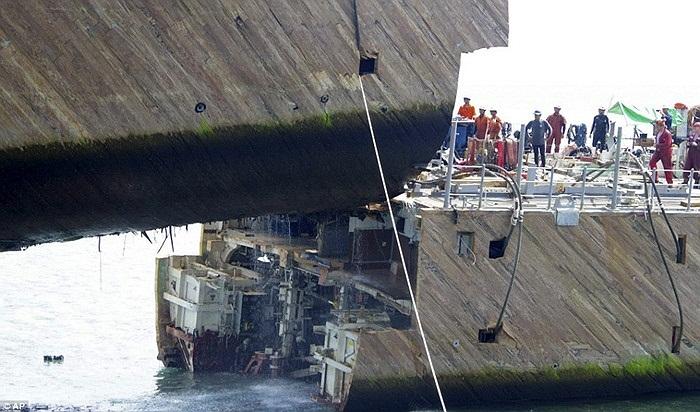 Hoạt động cứu hộ tàu đã bị trì hoãn 4 lần do điều kiện thời tiết