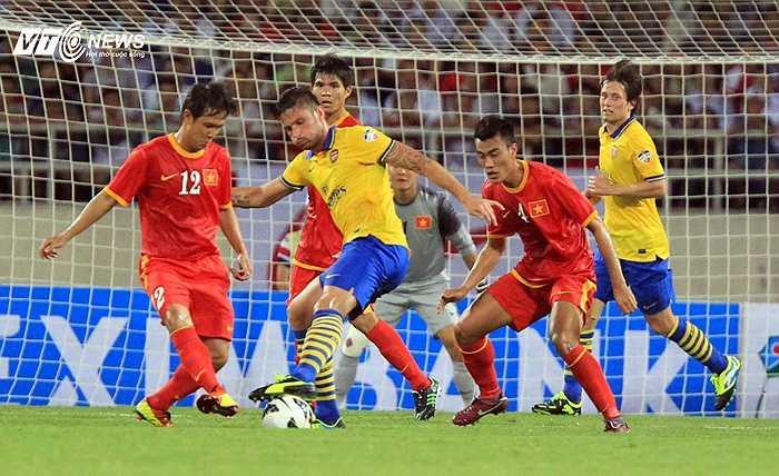 Giroud sớm ghi bàn vào lưới tuyển VN